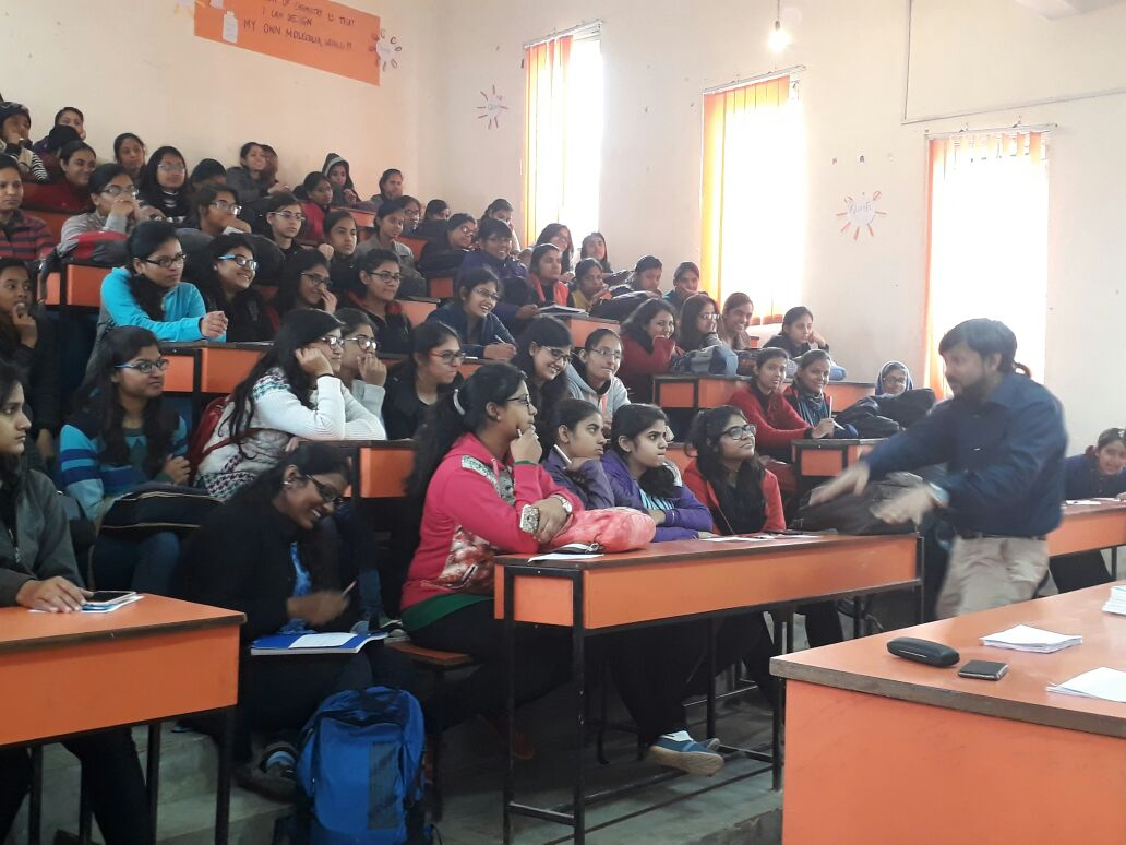 Seminar on 'MBA as a Career Option' at Daulat Ram College